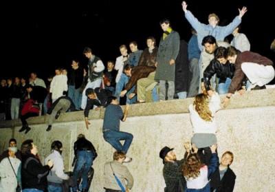 Berlin-wall_9-11-1989-400x279