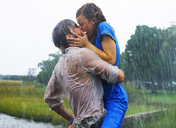 The Notebook (2004) και ο Ράιαν Γκόσλινγκ με τη Ρέιτσελ ΜακΑνταμς δίνουν το φιλί της ζωής τους.