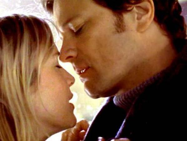 H Ρενέ Ζελβέγκερ -Μπρίτζετ Τζόουνς- φιλά επιτέλους τον κύριο Ντάρσι της, Κόλιν Φερθ στο Ημερολόγιό της (2001).