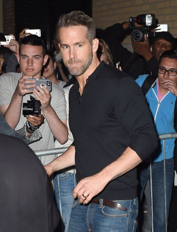 Ryan Reynolds leaves the Apple Store Soho in NYC.Pictured: Ryan ReynoldsRef: SPL1133584  210915  Picture by: Ron Asadorian / Splash NewsSplash News and PicturesLos Angeles:	310-821-2666New York:	212-619-