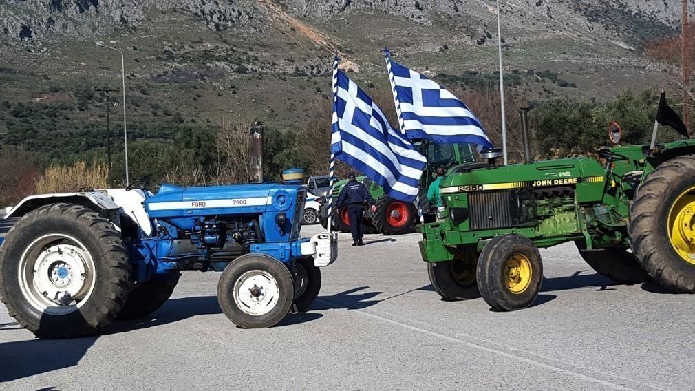 Αγρότες εγκλώβισαν βουλευτές στο αεροδρόμιο της Αλεξανδρούπολης
