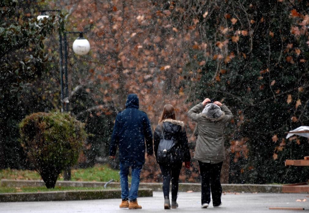 Πρόγνωση καιρού: Συννεφιά, σποραδικές βροχές και πτώση τής θερμοκρασίας