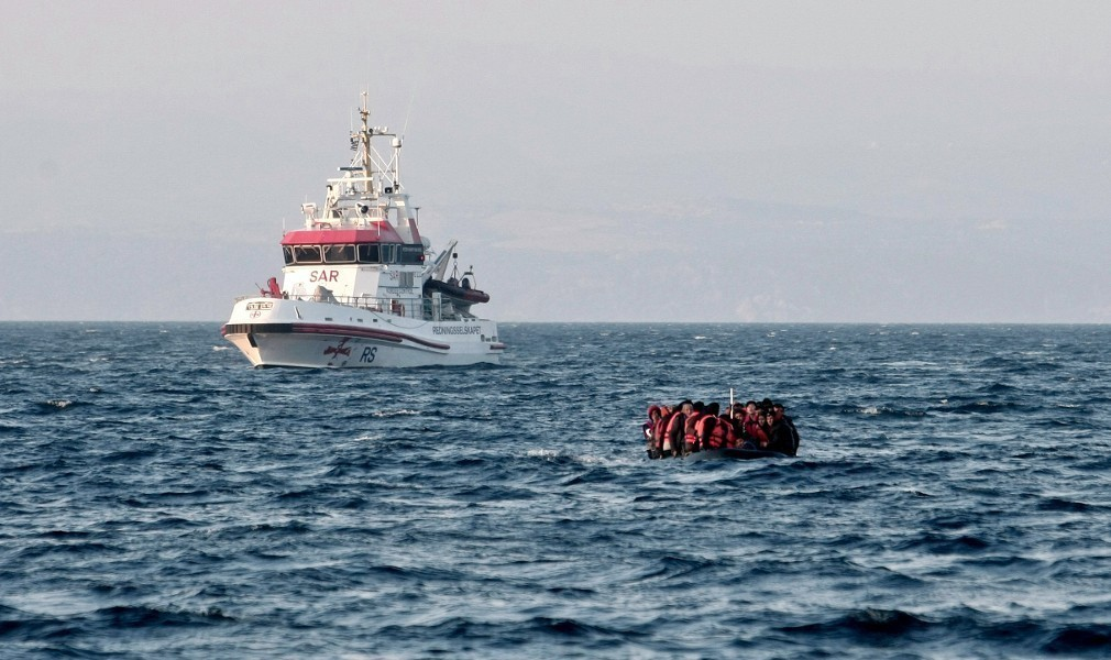 Δίλημμα θανάτου θέτει η Ευρώπη: Πνίξτε τους πρόσφυγες ή σας βγάζουμε εκτός Σένγκεν