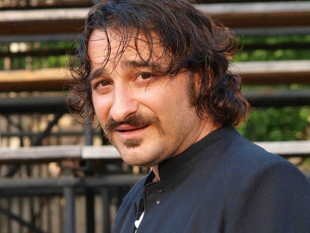 Αυτοκίνητο χτύπησε και εγκατέλειψε τον ηθοποιό Βασίλη Χαραλαμπόπουλο