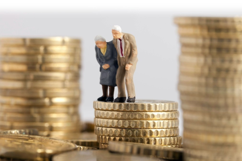 Η «σφαγή» των συνταξιούχων ξεκινά από τα μερίσματα και το ΕΚΑΣ