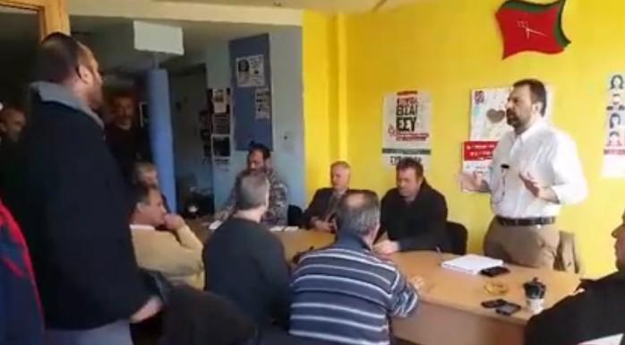«Οι εισβολές σε γραφεία κομμάτων, οι βανδαλισμοί και η βίαιη διακοπή εκδηλώσεων δεν εξυπηρετούν ούτε τα αιτήματα των αγροτών, ούτε καμιάς άλλης κοινωνικής κατηγορίας», αναφέρει ο ΣΥΡΙΖΑ σε ανακοίνωση του για τις επιθέσεις σε κομματικά γραφεία και εκδηλώσεις. [adsense] Σημειώνει ότι «το κλίμα έντασης και οι τραμπουκισμοί, η στοχοποίηση πολιτικών φορέων και προσώπων από ακραίους κύκλους, είναι αντιπολιτικά και αντιδημοκρατικά φαινόμενα, καταδικαστέα από όλους», για να τονίσει πως «είναι αναγκαίο να απομονωθούν οι ακραίες φωνές και να επικρατήσει ο διάλογος».