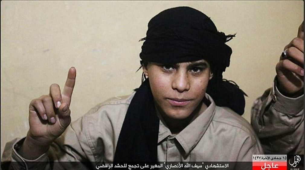 Βίντεο-σοκ: Έφηβος τζιχαντιστής ανατινάζεται σε γήπεδο στο Ιράκ - 65 νεκροί