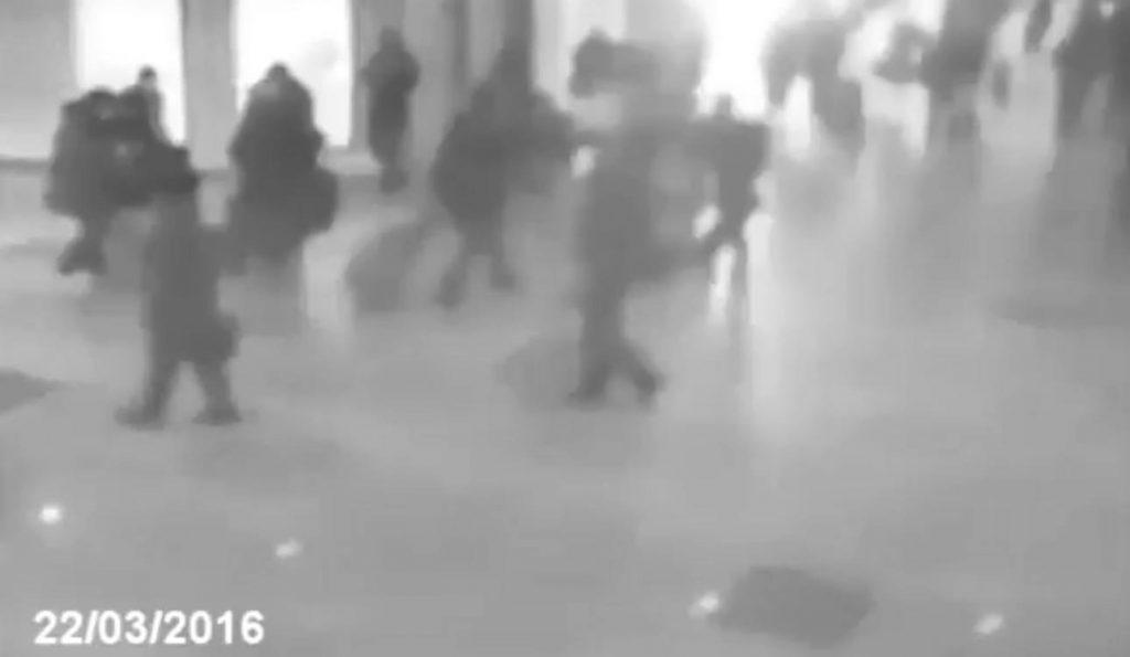 Τρομακτικό ντοκουμέντο: Η στιγμή της έκρηξης στο αεροδρόμιο των Βρυξελλών