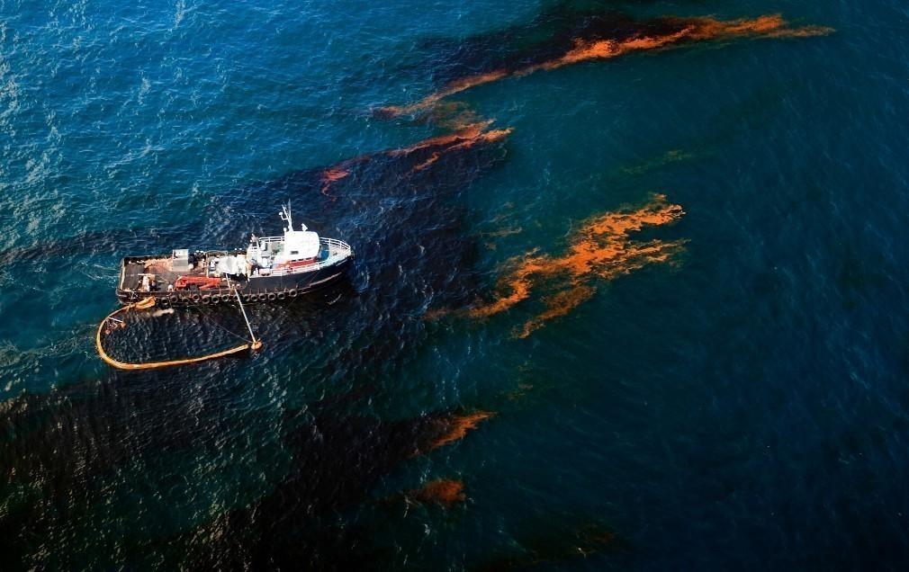 Έλληνες ερευνητές βρήκαν τρόπο για να καθαρίζεται η θάλασσα από τις πετρελαιοκηλίδες