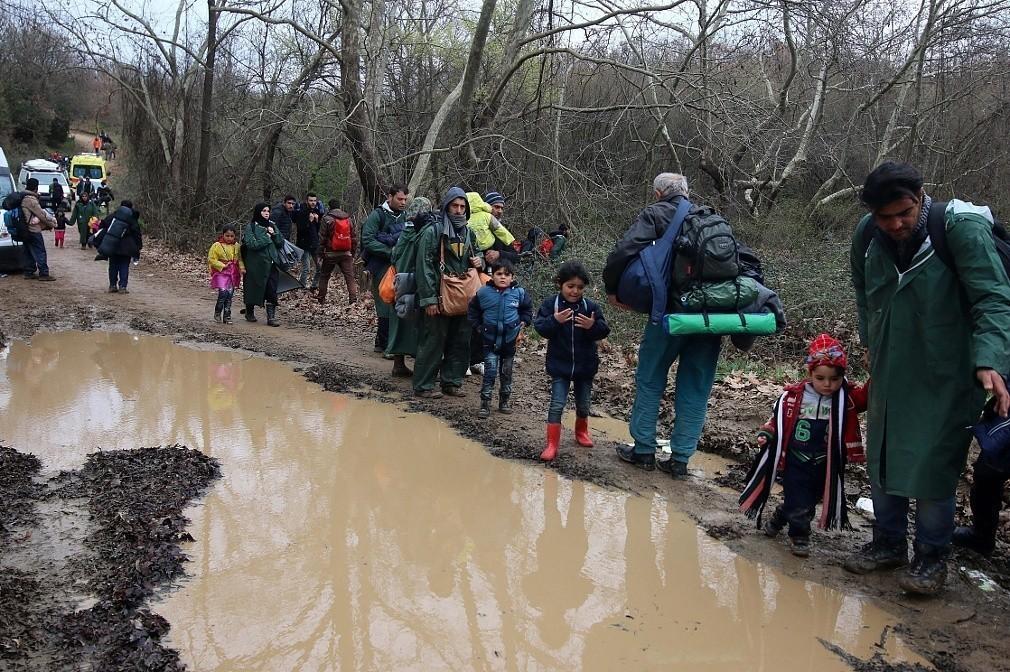 Θρίλερ στα σύνορα: Πρόσφυγες πεθαίνουν φεύγοντας για τα Σκόπια, φυλλάδια στα αραβικά και διπλωματικός πυρετός