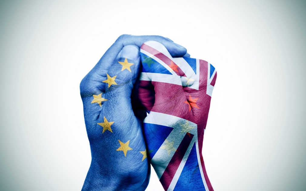 Επτά μονάδες μπροστά η παραμονή στην ΕΕ σε νέα δημοσκόπηση στην Βρετανία