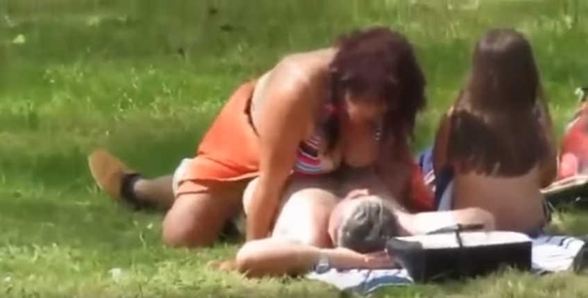 Απίστευτα αρρωστημένο βίντεο: Ζευγάρι κάνει σεξ μπροστά σε παιδί