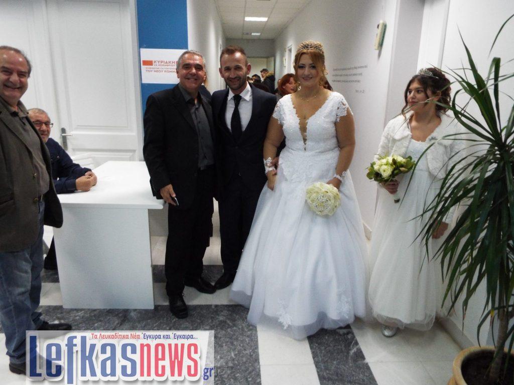 Ζευγάρι παντρεύτηκε και αμέσως μετά πήγε να ψηφίσει πρόεδρο για την Κεντροαριστερά ! (video) 11