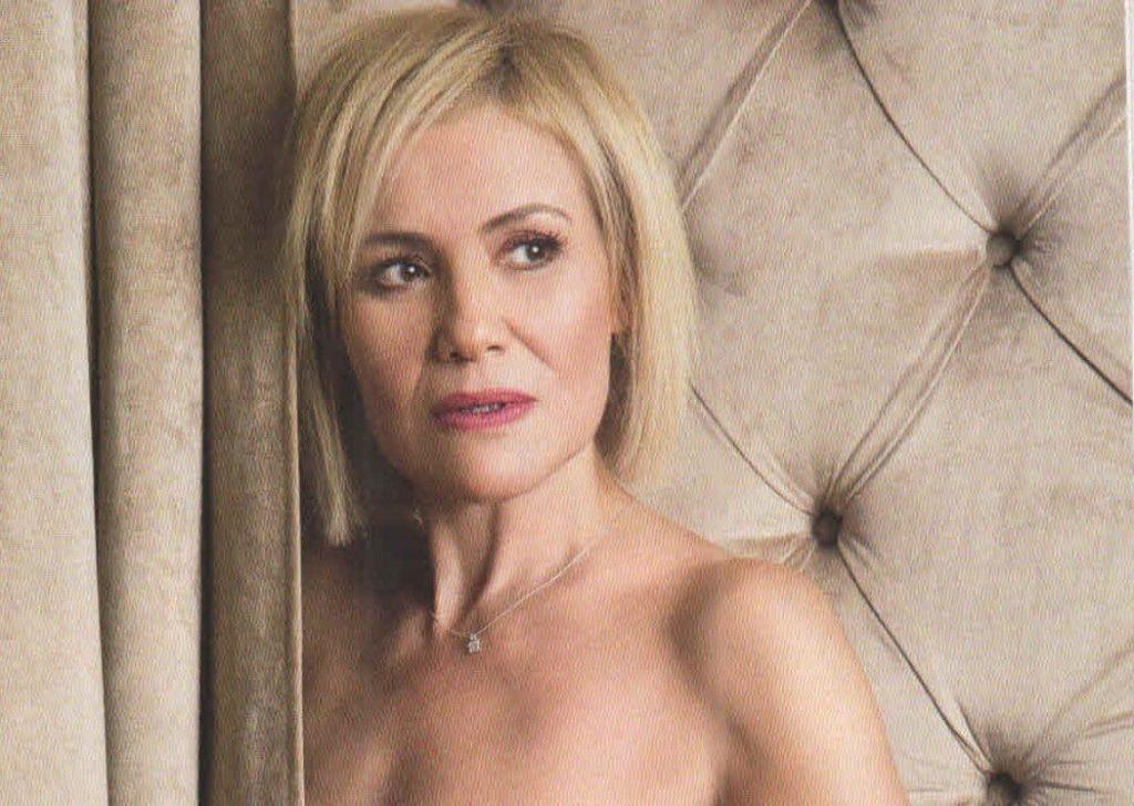 Η Κωνσταντίνα Μιχαήλ τολμάει και φωτογραφίζεται ολόγυμνη στα 51 της για  καλό σκοπό! (ΕΙΚΟΝΕΣ) - TheCaller