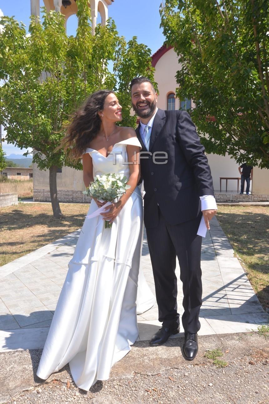 85df9a6d2b4c Με τα ιερά δεσμά του γάμου σε μια παραδοσιακή και λιτή τελετή ενώθηκαν το  πρωί του Σαββάτου η Κατερίνα Στικούδη και ο αγαπημένος της Βαγγέλης  Σερίφης