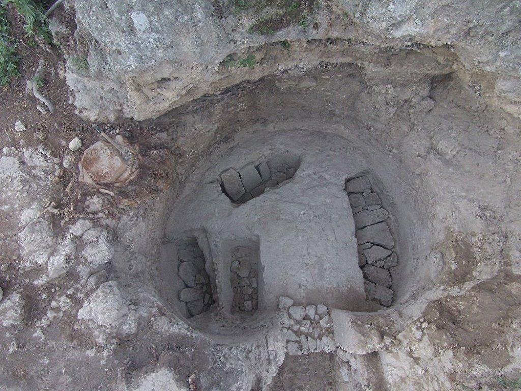 Αποτέλεσμα εικόνας για Δέος με ανακάλυψη στη Νεμέα: Εντόπισαν ασύλητο τάφο στο μυκηναϊκό νεκροταφείο