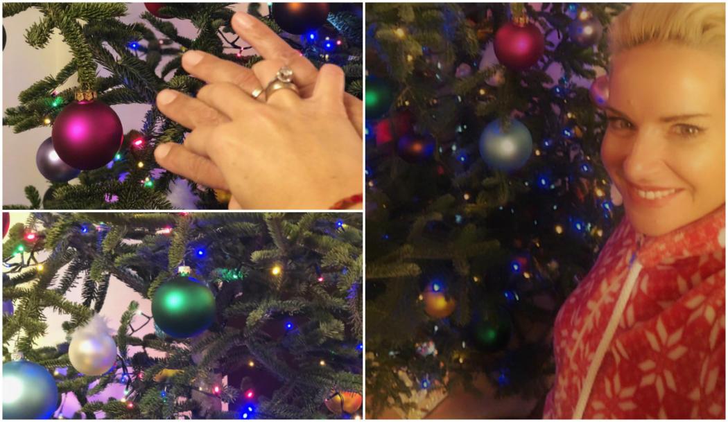 Το ραδιόφωνο έπαιζε χριστουγεννιάτικα τραγούδια, κι εμείς χαρούμενοι, στολίσαμε το πολύχρωμο δέντρο μας! (ΕΙΚΟΝΕΣ)