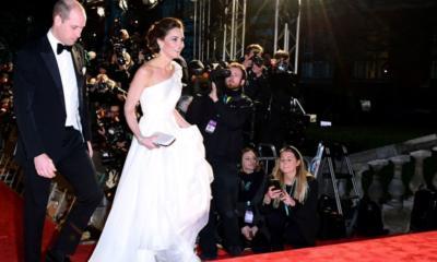 Εκθαμβωτική η Κέιτ Μίντλετον στα βραβεία BAFTA με τα μαργαριταρένια σκουλαρίκια της Νταιάνα (ΕΙΚΟΝΕΣ)