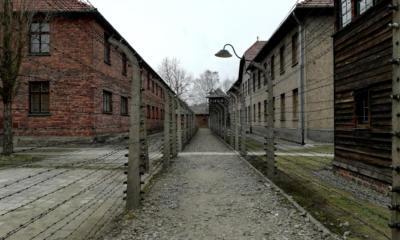Άουσβιτς: Πέπλο ομίχλης, μυστηριώδη κτίρια, ομαδική αγχόνη - Το TheCaller μέσα στο στρατόπεδο των Ναζί όπου εφαρμόστηκε η «Τελική Λύση» (ΕΙΚΟΝΕΣ)
