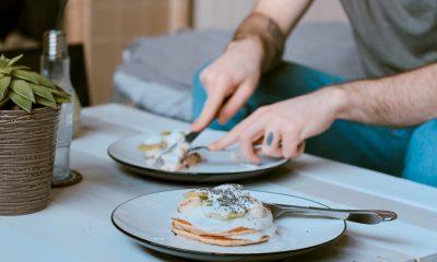 Τηγανητά, scrambled, ποσέ: Πώς θα φτιάξετε τέλεια αυγά - Τα κόλπα κάθε τεχνικής