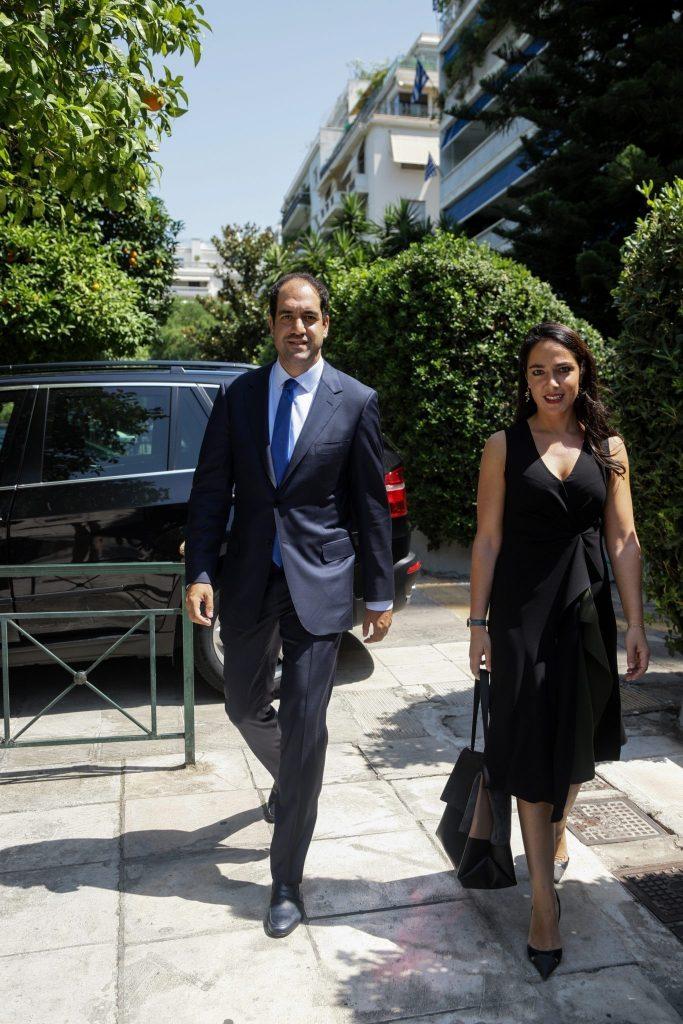 Ο νέος υφυπουργός Υποδομών Γιάννης Κεφαλογιάννης και η νέα υφυπουργός Εργασίας Δόμνα Μιχαηλίδου