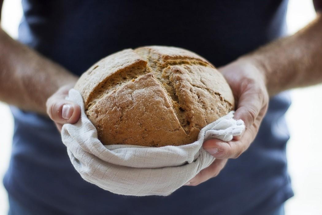 Αφήνετε το ψωμί στον πάγκο της κουζίνας; Σταματήστε το αμέσως